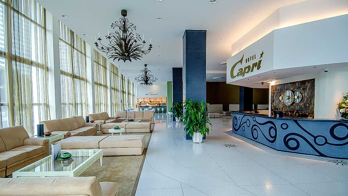 Recepción Hotel NH Capri en el Vedado, La Habana
